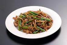 豚肉とニンニクの茎炒め・チンジャオロースー