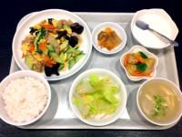 週替りランチメニュー 日替り一品料理セット680円/小皿料理・漬物・ライス・スープ・デザート付